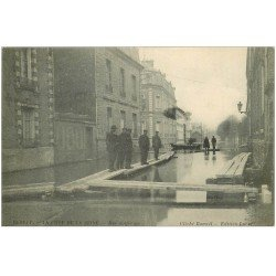 carte postale ancienne 76 ELBEUF. Crue de la Seine Rue Solférino