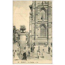 carte postale ancienne 76 ELBEUF. La Fontaine 1933 belle animation. Timbre absent verso