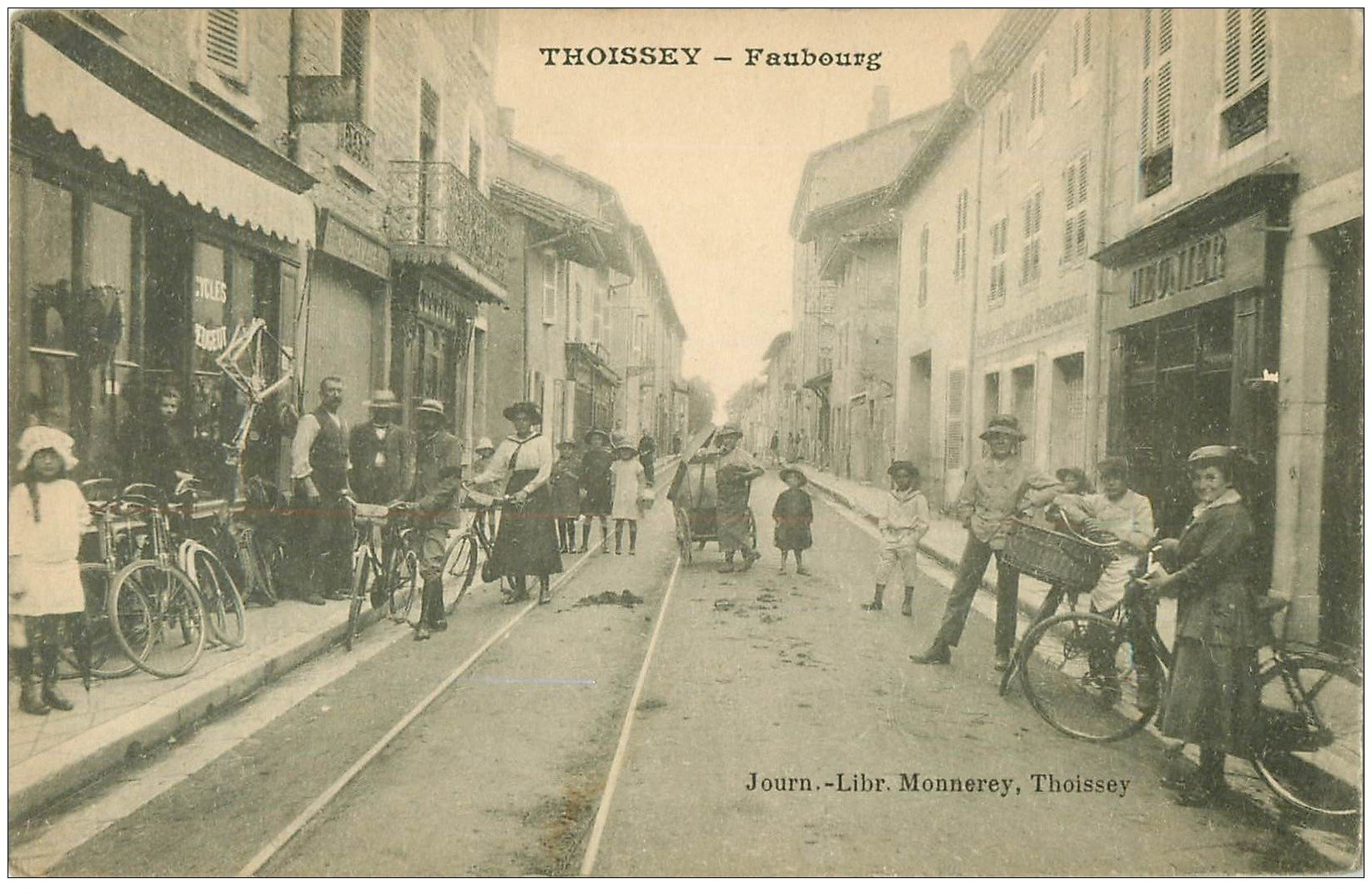 carte postale ancienne 01 THOISSEY. Faubourg. Magasin de cycles Peugeot