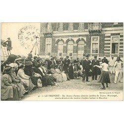 carte postale ancienne 76 LE TREPORT. Assaut Armes Jardins du Casino. Maîtres Lafont et Bourbon 1915. Escrimes, Epées et Sabres.