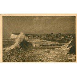 carte postale ancienne 76 LE TREPORT-EU-MERS. Assaut des Vagues