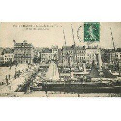carte postale ancienne 76 LE HAVRE. Bassin du Commerce Rue Edouard Larue 1908