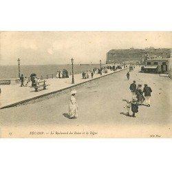carte postale ancienne 76 FECAMP. Boulevard des Bains et Digue 1905