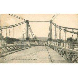 carte postale ancienne 76 ELBEUF. Le Pont Suspendu et Rue Saint-Jean