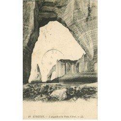 carte postale ancienne 76 ETRETAT. Aiguille Porte Aval 1920