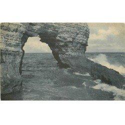 carte postale ancienne 76 ETRETAT. La Porte d'Amont 1906
