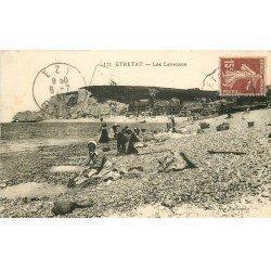 carte postale ancienne 76 ETRETAT. Les Laveuses 1930