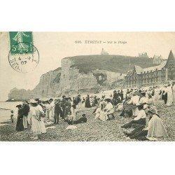 carte postale ancienne 76 ETRETAT. Sur la Plage 1907 jeune Vendeur ambulant