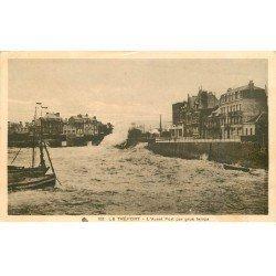 carte postale ancienne 76 LE TREPORT. Avant-Port par gros temps