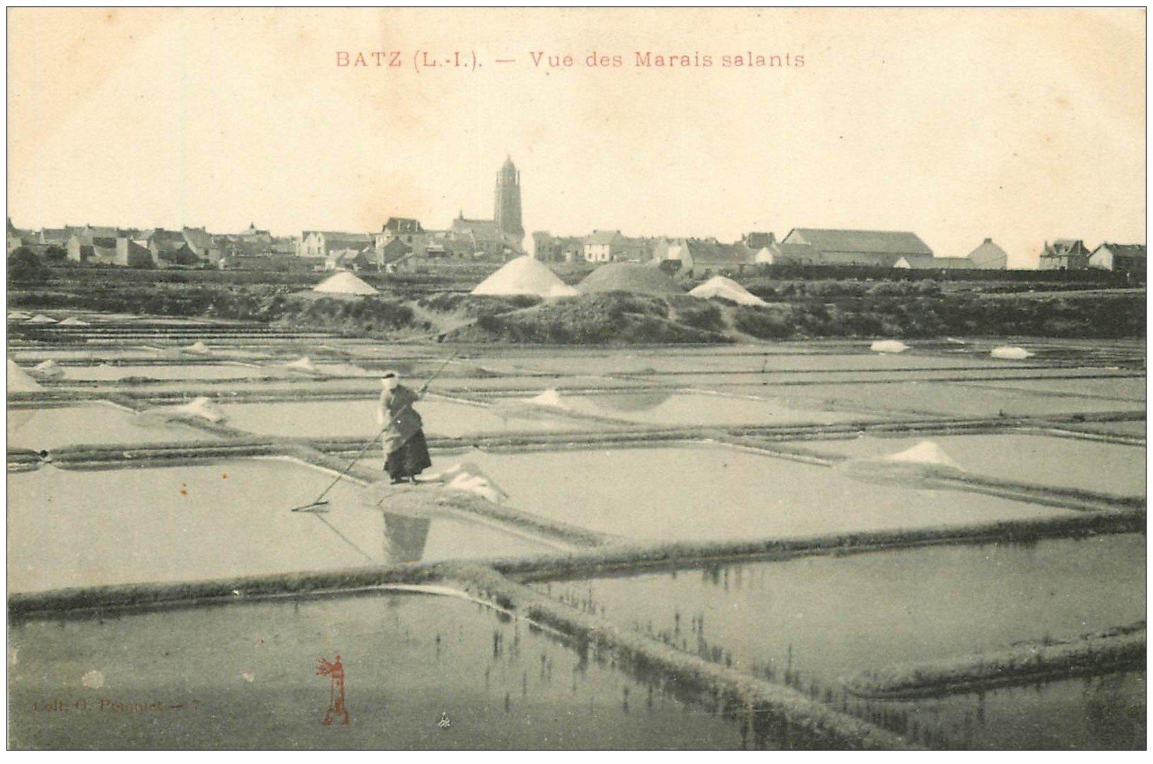 carte postale ancienne 44 BOURG DE BATZ. Marais Salants. Mulons de Sel Paludière
