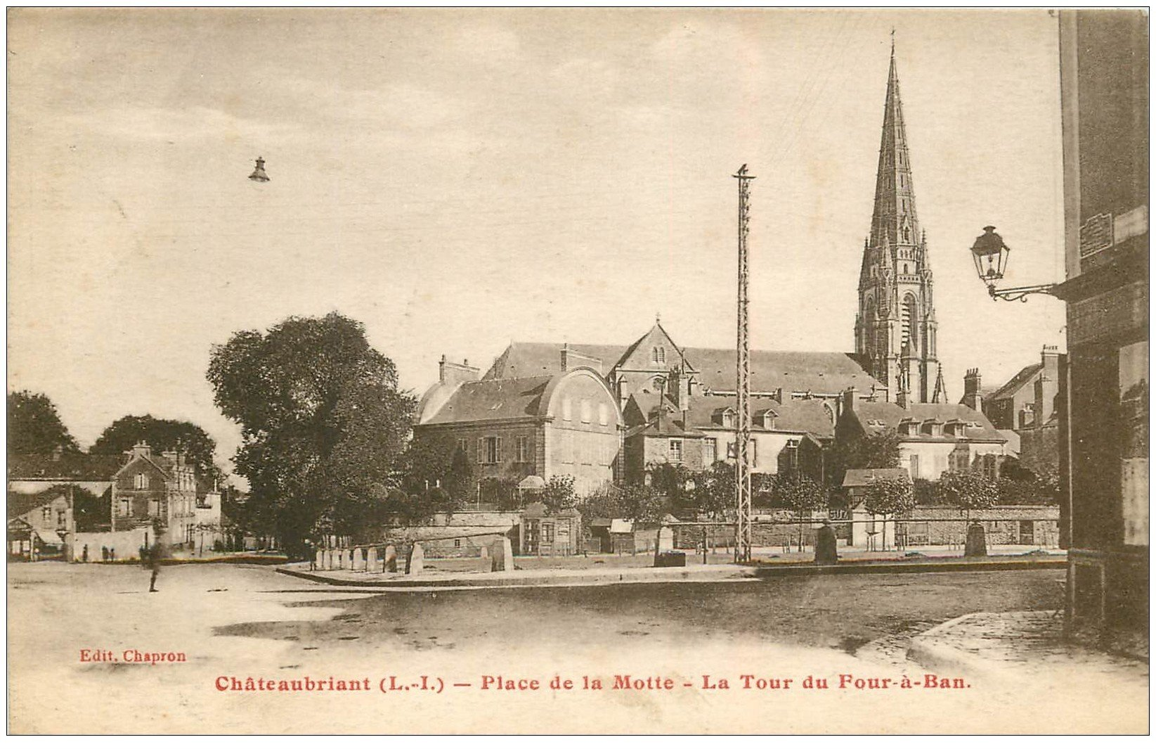carte postale ancienne 44 CHATEAUBRIANT. Tour du Four-à-Ban Place de la Motte