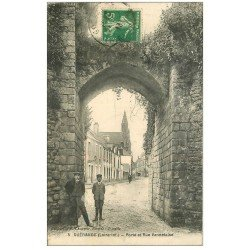 carte postale ancienne 44 GUERANDE. Porte et Rue Vannetaise 1913
