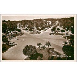 carte postale ancienne 44 LA BAULE. La Place des Palmiers. Cartye Photo