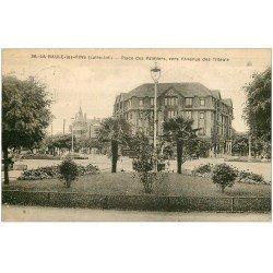 carte postale ancienne 44 LA BAULE. Place Palmiers Avenue Tilleuls 1933
