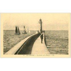 carte postale ancienne 44 LE CROISIC. Jetée et Phare (non cpa)...