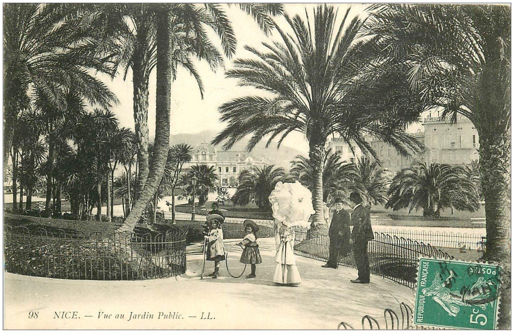 carte postale ancienne 06 NICE. Jeux de cerceaux au Jardin Public. Femme ombrelle 1906