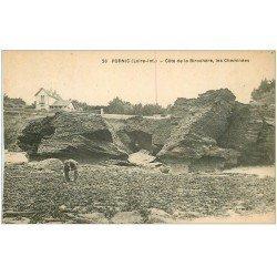carte postale ancienne 44 PORNIC. Cheminées Côte de la Birochère personnage fouinant