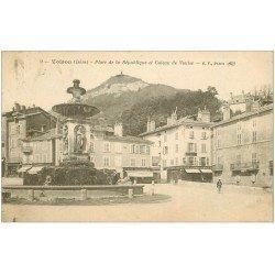 carte postale ancienne 38 VOIRON. Place de la République Coteau de Vouise 1922