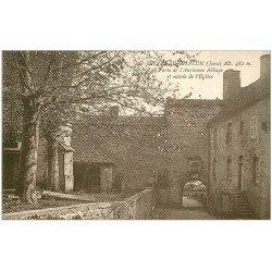 carte postale ancienne 39 CHATEAU-CHALON. Entrée Eglise et porte Abbaye