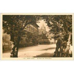carte postale ancienne 39 DOLE. Cour Hôtel-Dieu
