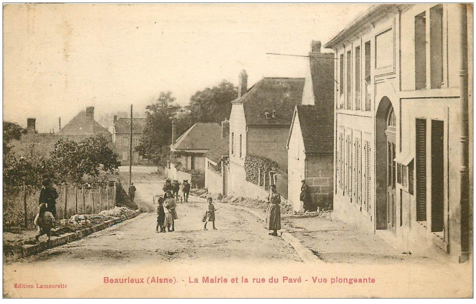 carte postale ancienne 02 BEAURIEUX. Mairie et Rue du Pavé 1924