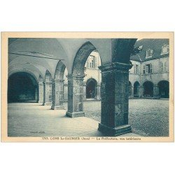carte postale ancienne 39 LONS-LE-SAUNIER. Préfecture cour
