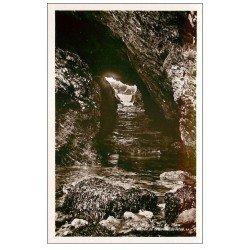 carte postale ancienne 56 BELLE-ILE-EN-MER. Grotte du Talud. Carte émaillographie