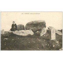 carte postale ancienne 56 CARNAC. Alignement de Kermario avec Bretonne. Dolmens et Menhirs