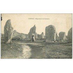 carte postale ancienne 56 CARNAC. Alignement de Kermario. Dolmens et Menhirs