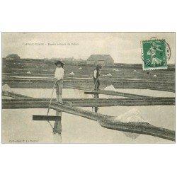 carte postale ancienne 56 CARNAC. Marais Salants du Brêno 1909. Paludiers, Sel et Mulons
