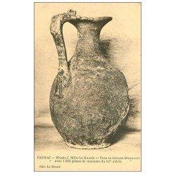 carte postale ancienne 56 CARNAC. Vase en bronze Musée Miln-Le Rouzic