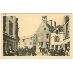 carte postale ancienne 56 LA ROCHE-BERNARD. La Mairie bien animée