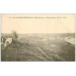 carte postale ancienne 56 LA ROCHE-BERNARD. Panorama de la Ville et Femmes sous le vent...