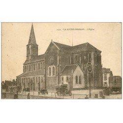 carte postale ancienne 56 LA ROCHE-BERNARD. Vieux Camions devant l'Eglise
