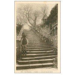 carte postale ancienne 56 LE FAOUET. Breton sur l'Escalier et Beffroi Sainte-Barbe