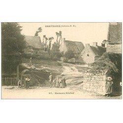 carte postale ancienne 56 PLOUFRAGAN. Hameau Breton vers 1900