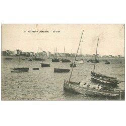 carte postale ancienne 56 QUIBERON. Barques et Pêcheurs au Port