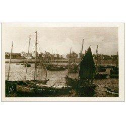 carte postale ancienne 56 QUIBERON. Bateaux Sardiniers Port Maria. Carte émaillographie