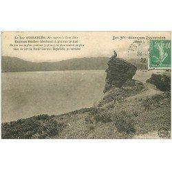 carte postale ancienne 07 LAC D'ISSARLES. Personnage sur ce curieux Rocher 1922