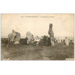 carte postale ancienne 56 SAINT-PIERRE-QUIBERON. Les Alignements du Moulin 1930. Paysans et Vaches. Dolmens et Menhirs