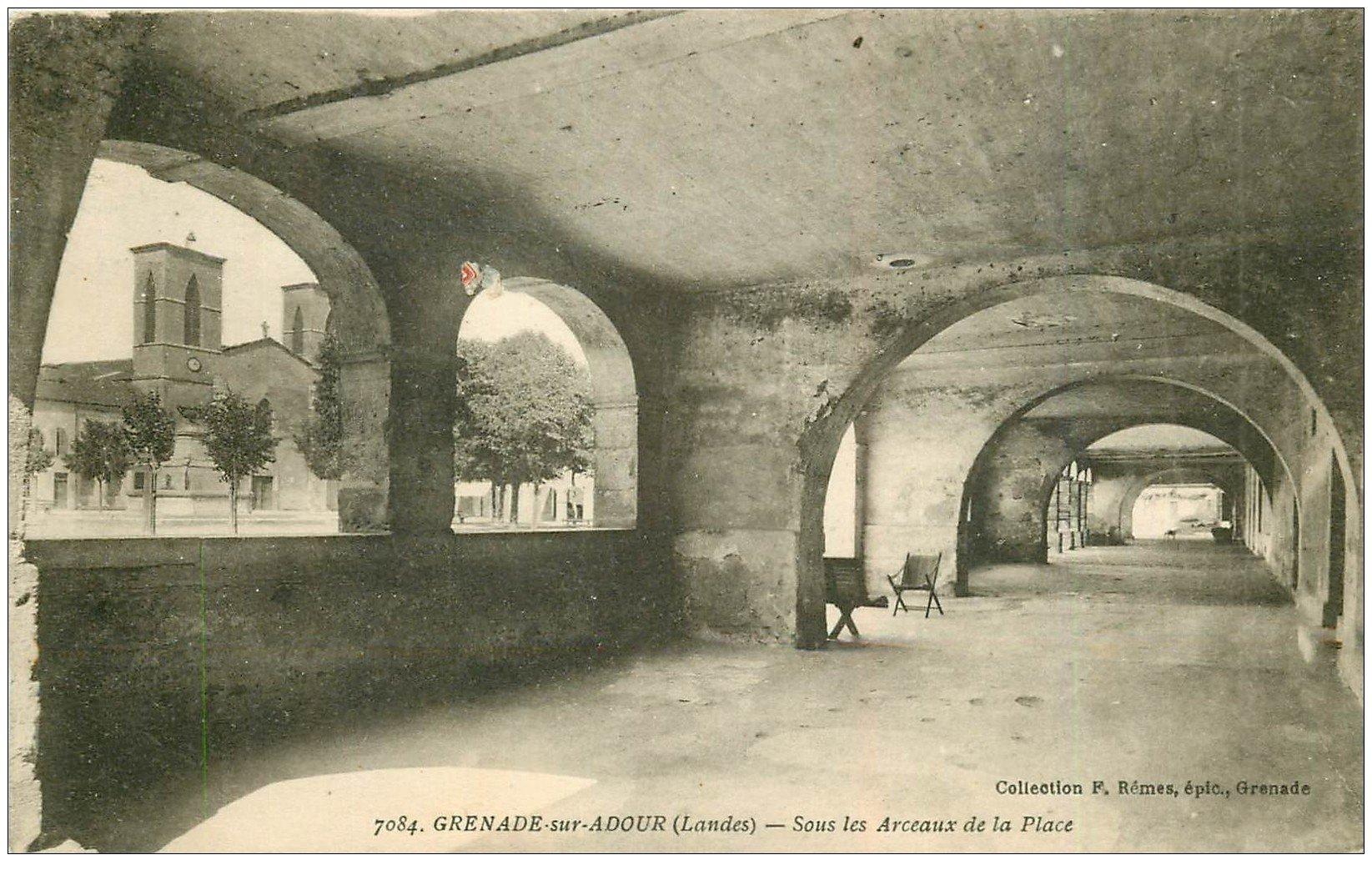 carte postale ancienne 40 GRENADE-SUR-ADOUR. Arceaux de la Place 1923