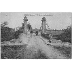 carte postale ancienne 40 TERCIS. Pont suspendu cyclistes