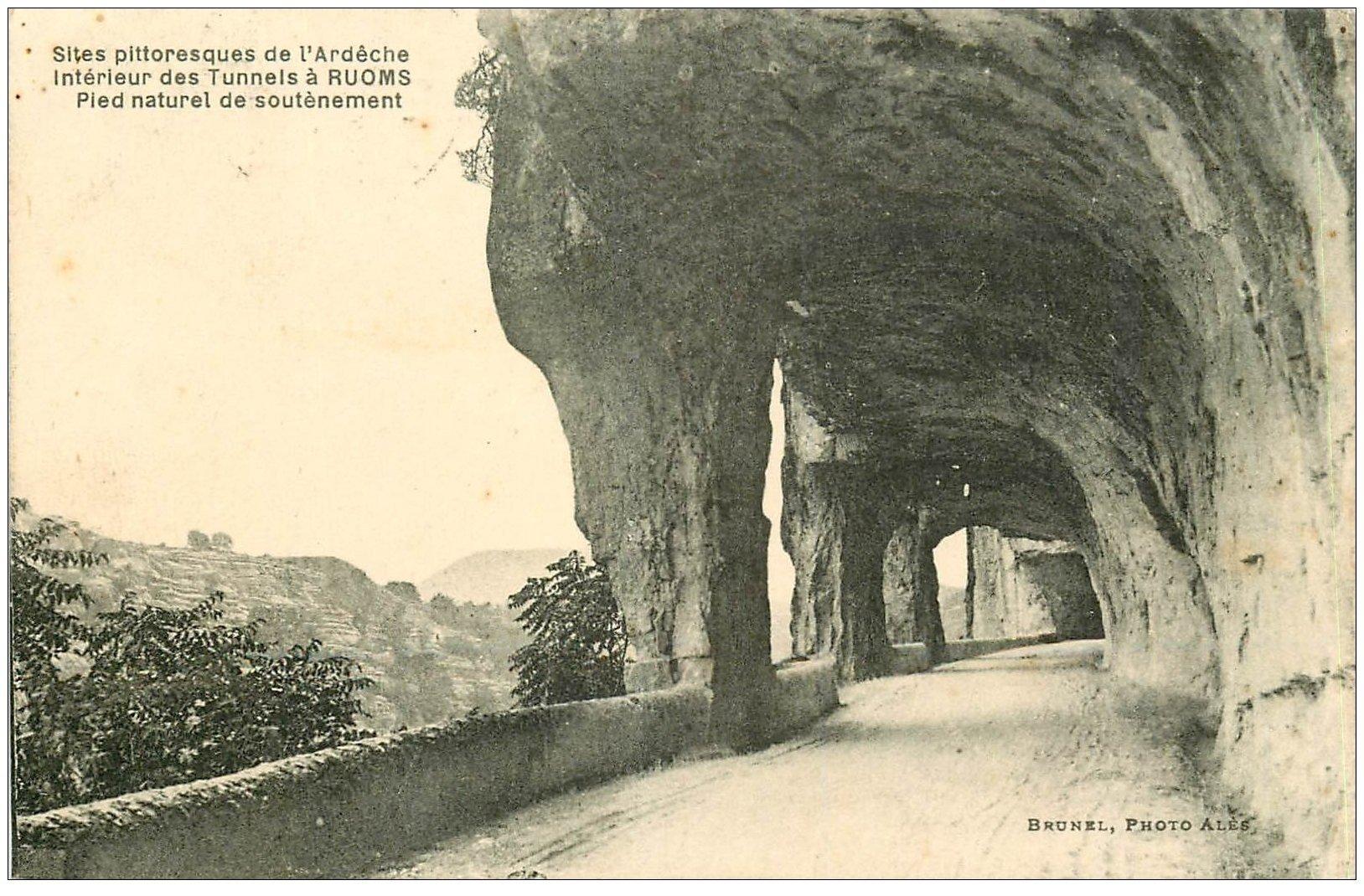 carte postale ancienne 07 RUOMS. Pied naturel soutènement des Tunnels 1928