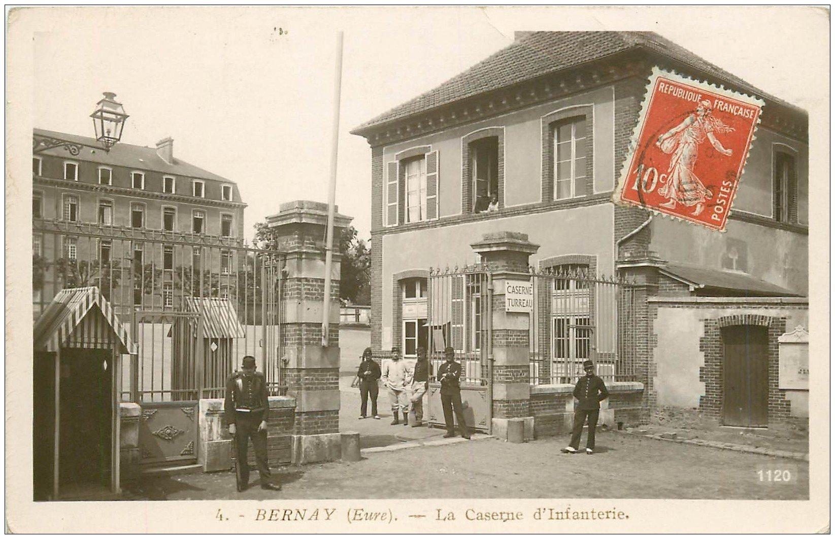 carte postale ancienne 27 BERNAY. Caserne d'Infanterie Militaires. Carte Photo émaillographie 1912