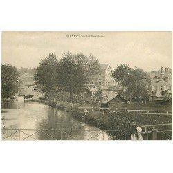 carte postale ancienne 27 BERNAY. Charentonne animation sur le Pont vers 1900
