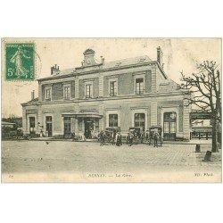 carte postale ancienne 27 BERNAY. Fiacres devant la Gare