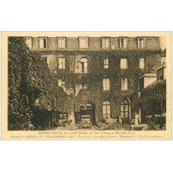 carte postale ancienne 27 BERNAY. Grand Hôtel du Lion d'Or rue d'Alençon voiture ancienne