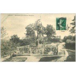 carte postale ancienne 27 BERNAY. Monument Défense Nationale arrivée d'un attelage à gauche