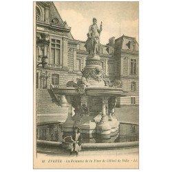 carte postale ancienne 27 EVREUX. Fontaine Place Hôtel de Ville