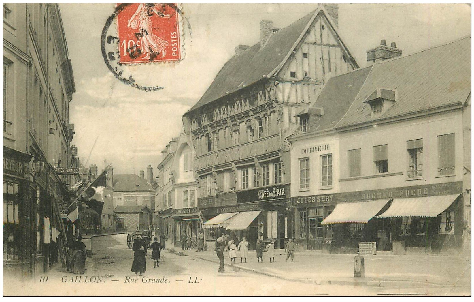 27 gaillon rue grande 1910 magasin de cartes postales avec drapeau et caf de la paix. Black Bedroom Furniture Sets. Home Design Ideas
